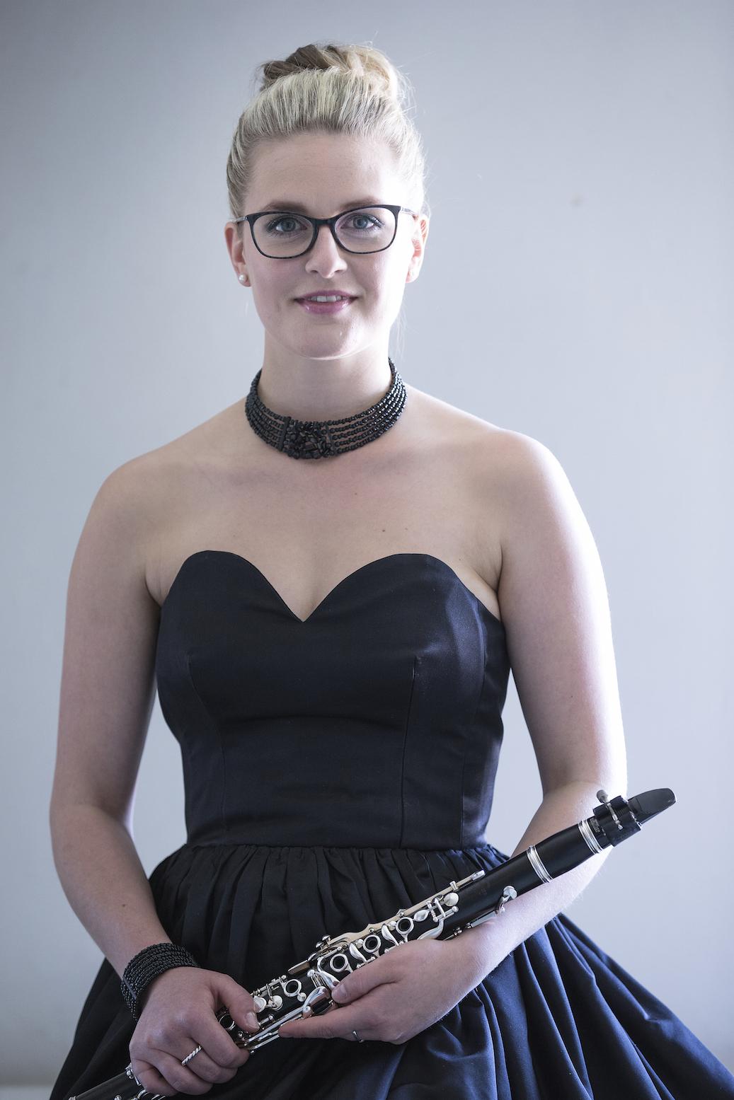 Janina Lindner Dirndl 15 JPG 61
